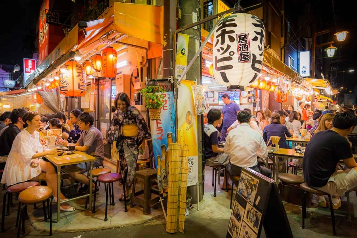 People eating outdoor in Asakusa at night